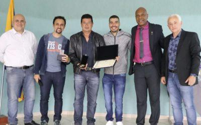 Daniel Dias recebe homenagem do CREF