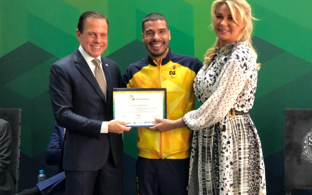 Governador de São Paulo entrega certificado à Daniel Dias